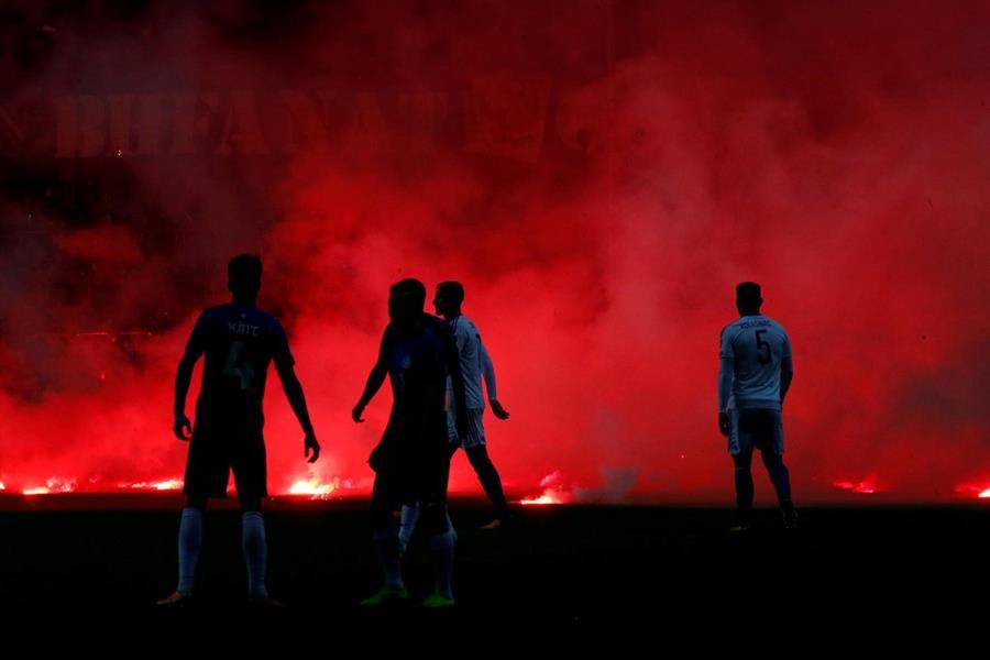 جماهير البوسنة تحرق ملعب «استونيا»