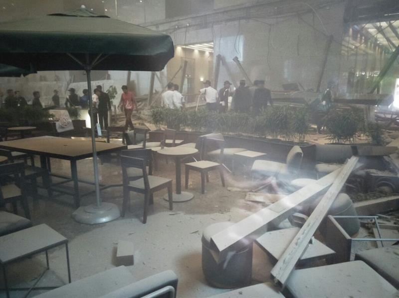 انهيار سقف طابق مبنى تابع للبورصة الإندونيسية